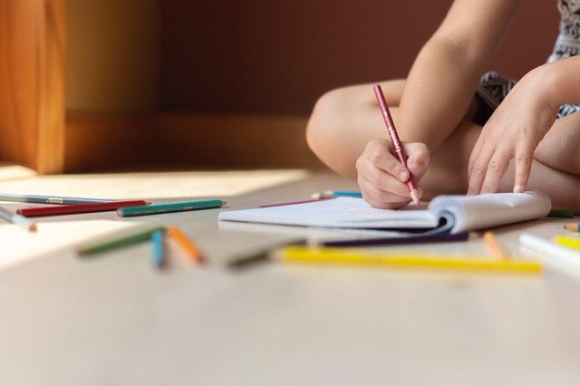 Rekonwalescencja dziecka w domu – zakup czy wypożyczenie sprzętu?